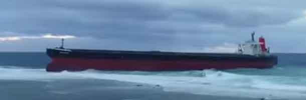 Uvejr på vej mod grundstødt bulkcarrier