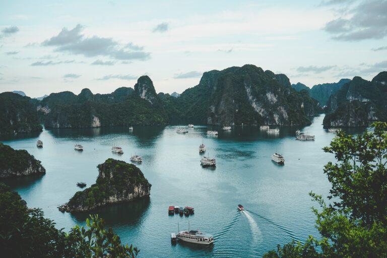 17 søfolk reddet efter kollision i Vietnam