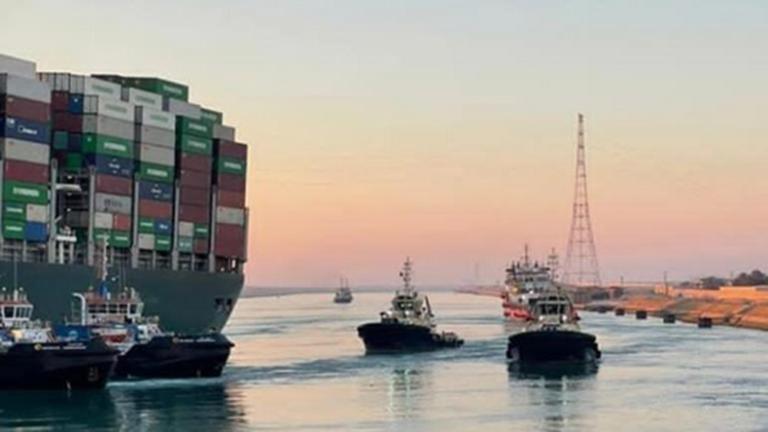 Video: Langvarig oprydning venter på Suez-kanalen