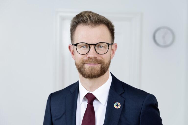 Minister trækkes ind i sag om illegale russere