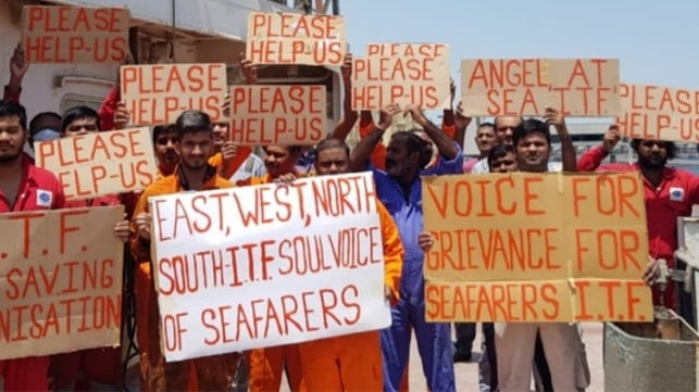 Video: Sultestrejkende besætningen får lov at forlade bulker