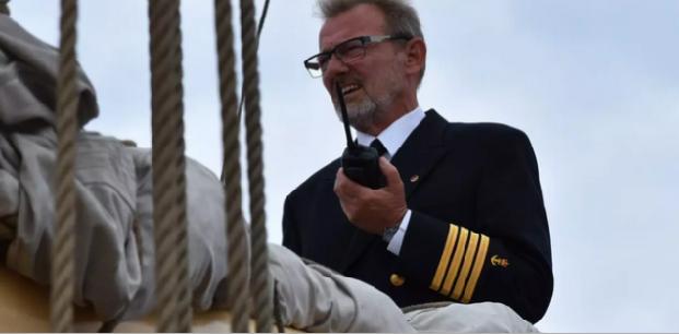 Skoleskibet Danmarks kaptajn takker af