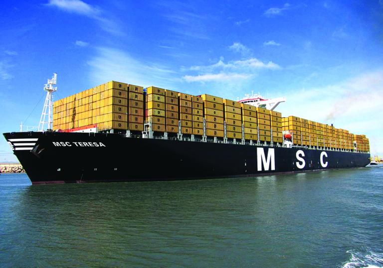 Video: Stort containerskib i brand i Den Engelske Kanal