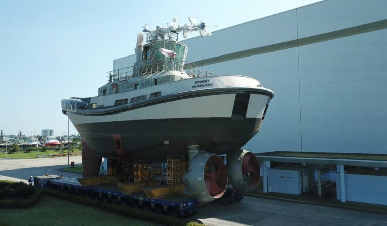 Damen builds its first all-electric RSD-E tug