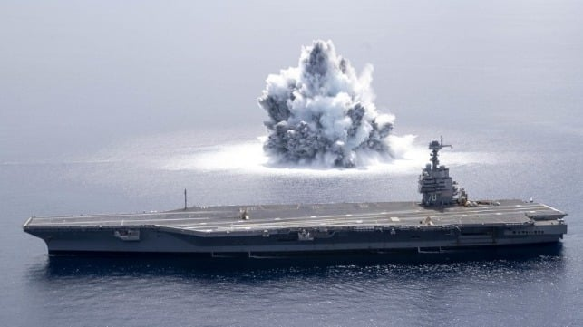 Vild video: USA tester hangarskib med kæmpe eksplosion