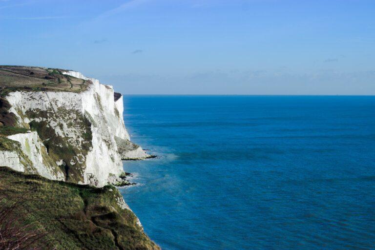 35 kilometer fra Frankrig: Ikonisk strand til salg for 11 kroner