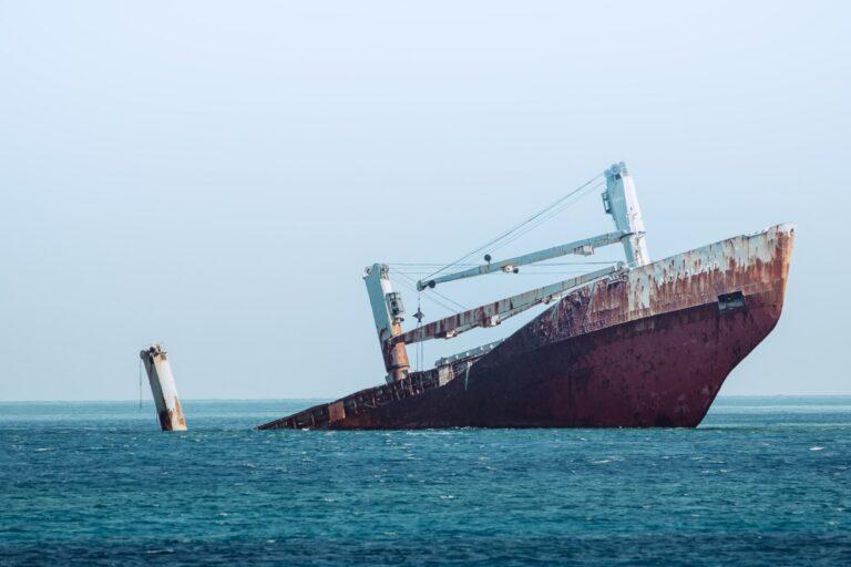 Video: Crimson Polaris wreck leaking oil