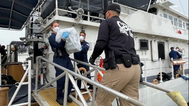 Kystvagt beslaglægger kokain for 15 millioner dollar