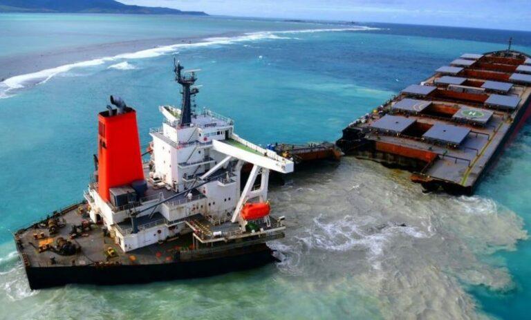 Video: Wakashio's stern still blights Mauritian waters