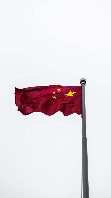 Kina tvinger amerikansk krigsskib væk fra ombejlet farvand