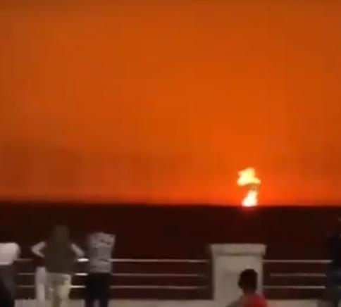 Vild ildsøjle: Her eksploderer vulkan i Det Kaspiske Hav