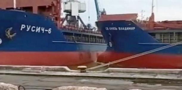 Video: Cargo vessel T-boned by sister ship
