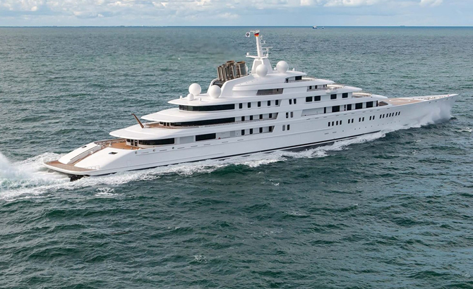 Record for World's Longest Yacht is still Lead by Azzam