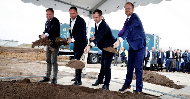 Minister tog første spadestik til Europas største Power-to-X-anlæg