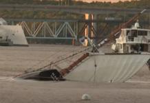Video: 18 passagerer reddet fra kæntret skonnert i USA