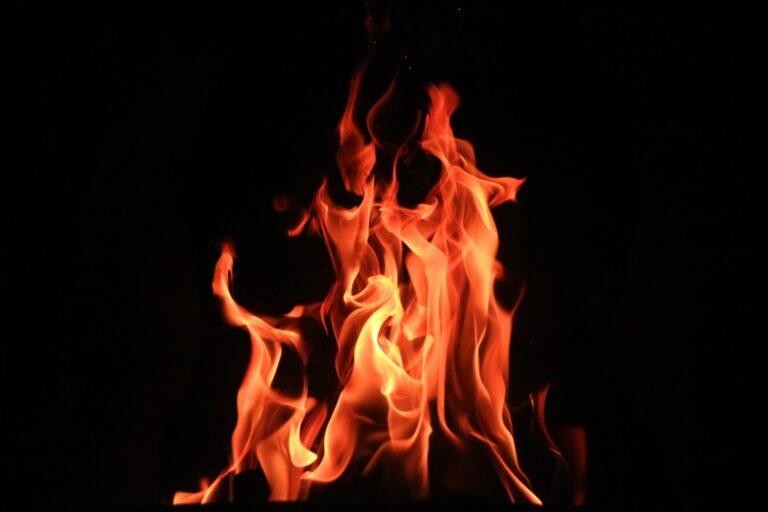 Voldsom brand raserer norsk malingfabrik