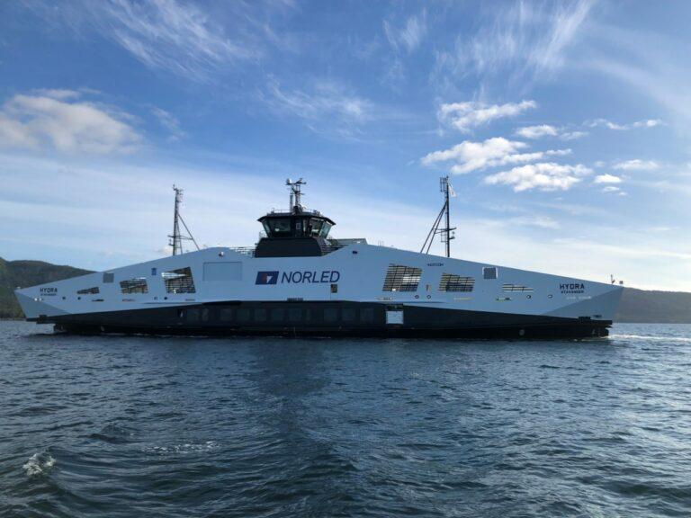 Se videoen: Brintdreven færge kåret som Årets Skib