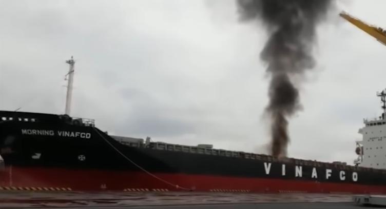 Voldsom video: Eksplosion raserer containerskib
