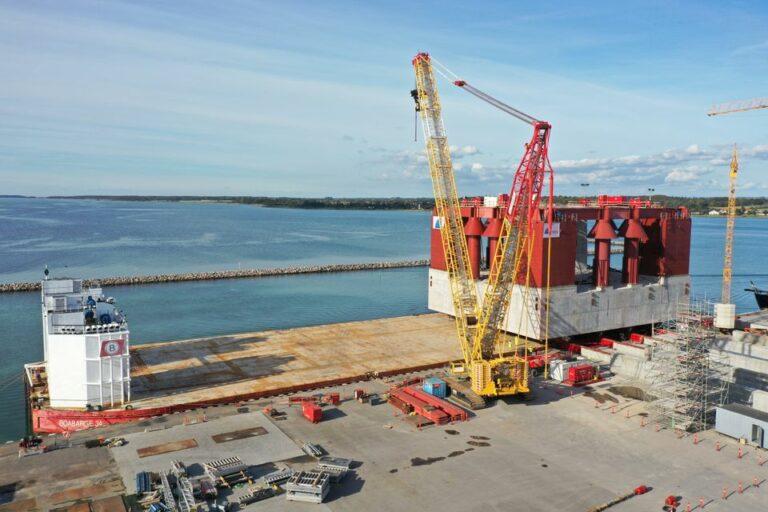 En kæmpe på 12.000 ton er begyndt sin rejse ud i Storstrømmen