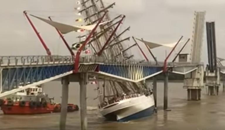 Uhyggelig video: Brasiliansk skoleskib kolliderer med bro